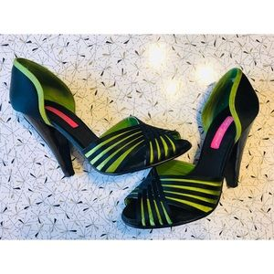 CUTE! Betsey Johnson Vero Cuoio heels